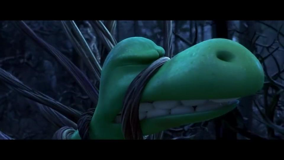 恐龙当家:阿洛为了救小野人,和翼龙硬碰硬,可是他太小了