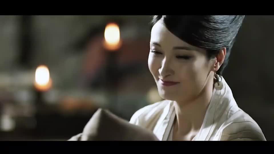 青丘小帝姬出生,额间一朵凤尾花,取名为白凤九