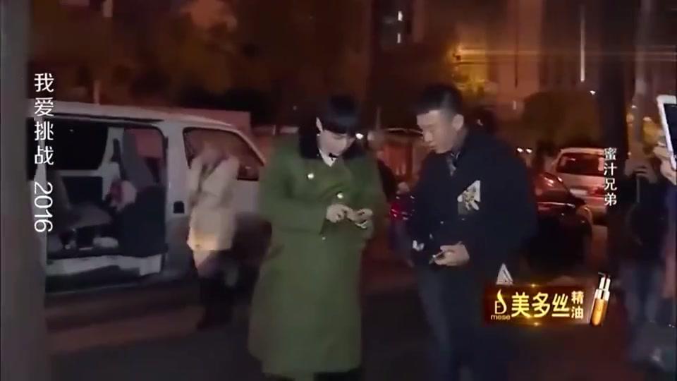 张艺兴孙红雷去吃饭,站在路边凑钱,一目了然的餐费