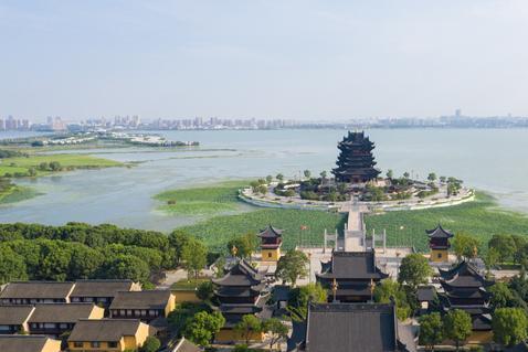 苏州最美寺庙之一,位于阳澄湖畔,坐拥十项全国之最
