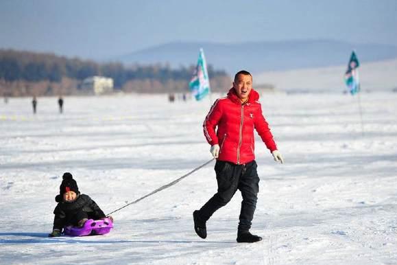 零下30度东北奇观:汽车冰上跑,湖面成马路!