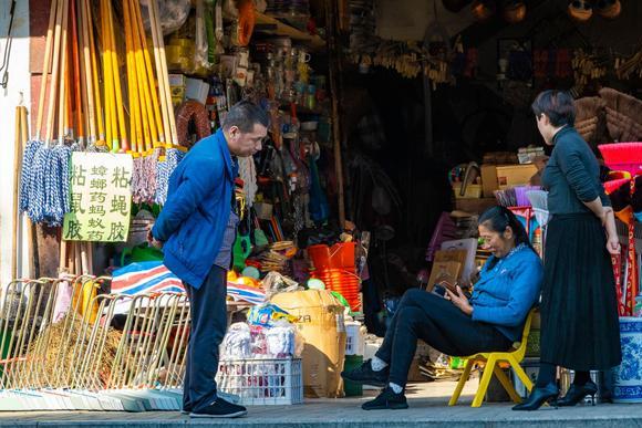 婺源一条步行街,曾经是最繁华的县城中心,如今门可罗雀游客稀少