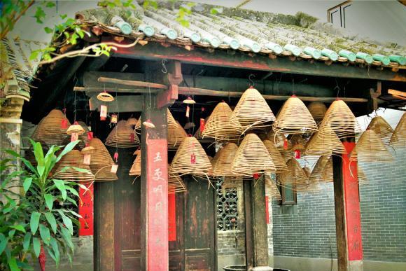 六百年古村寨,岭南水乡特色,有27座古祠堂,百年榕树,蚝壳屋
