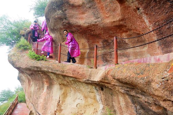 宁夏西吉县,年游客109万,4A景点火石寨,海拔最高的丹霞地貌群