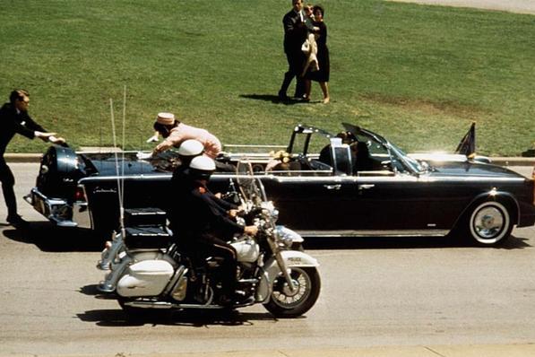 肯尼迪遇刺身亡,18名证人离奇死亡,遇刺前英国记者接到神秘电话
