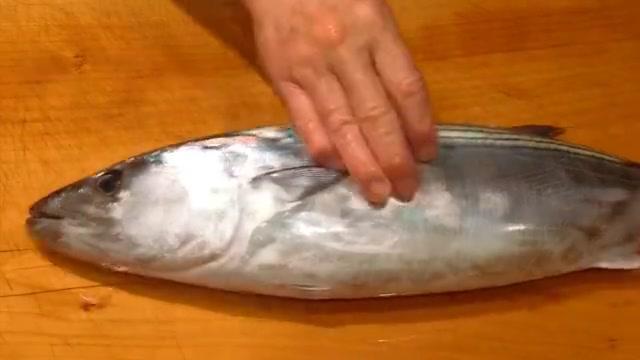 美味的鲣鱼高级料理,就连配料都极其讲究,细活出精品一点不假