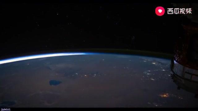 太空中看彗星,超美!你肯定没见过