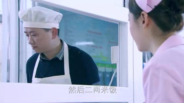 美女为省钱天天吃土豆丝,卖饭师傅都看不下去了,悄悄给她加菜