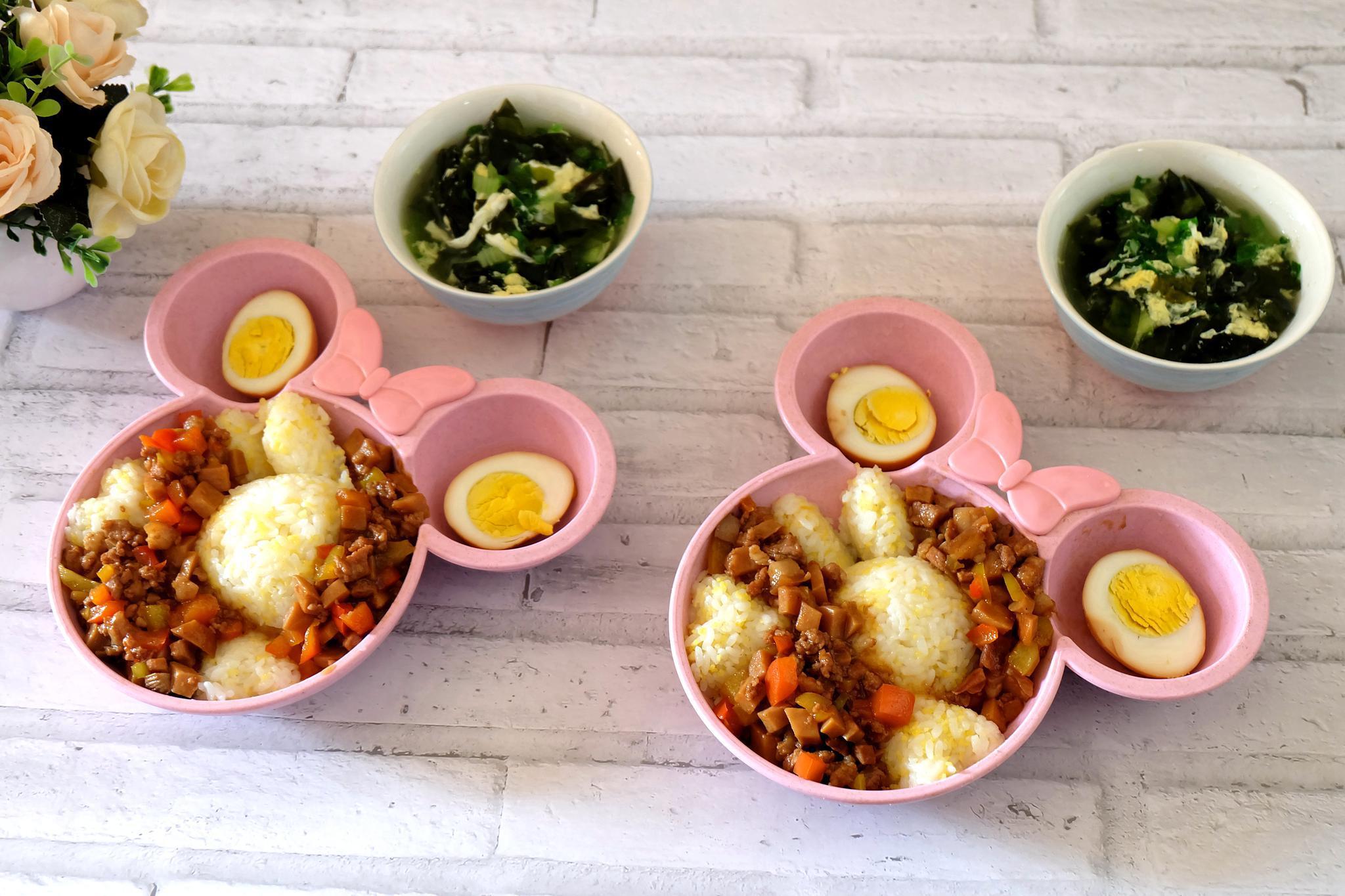 两个孩子的寒假午餐,零技能的卤肉饭,做法简单又好吃,省事了