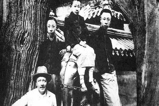 溥仪老照片:图2是其英文老师,图7是与护士李淑贤的婚礼现场