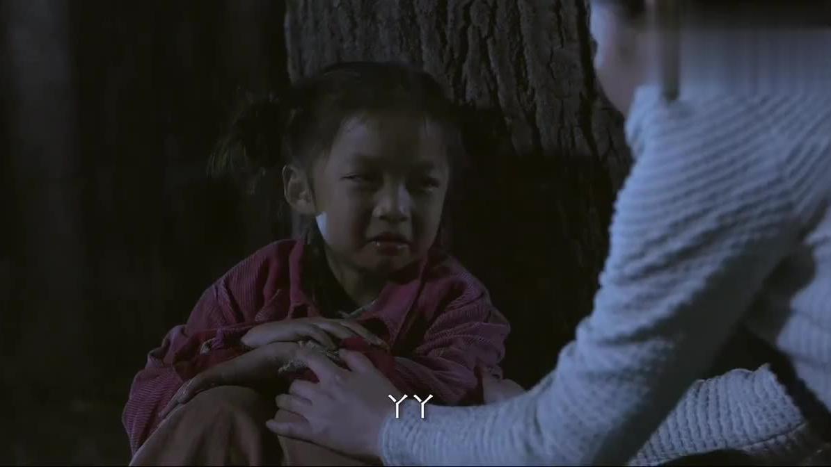 老师找到失踪的哑巴小女孩她居然和一只鹅在一起