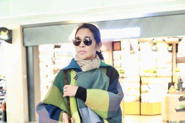 倪萍瘦身后变化真大,没了61岁大妈的味道,多了几分年轻活力感