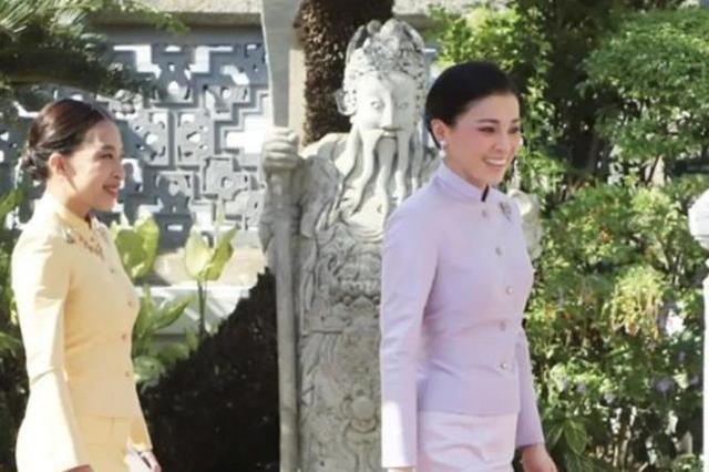 42岁苏提达变瘦变美!穿粉礼服少女感满满,跟帕公主同框似姐妹
