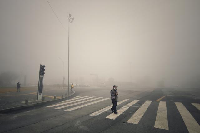 西安的一场大雾让城市仙气十足,仿佛又进入《寂静岭》