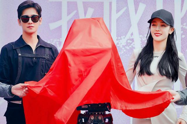 热巴杨洋视频宣传《荣耀》,粉丝又引麻烦,更奇葩的争端落人笑柄