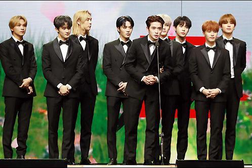 姜丹尼尔TWICE等出席2020Asia Artist Awards