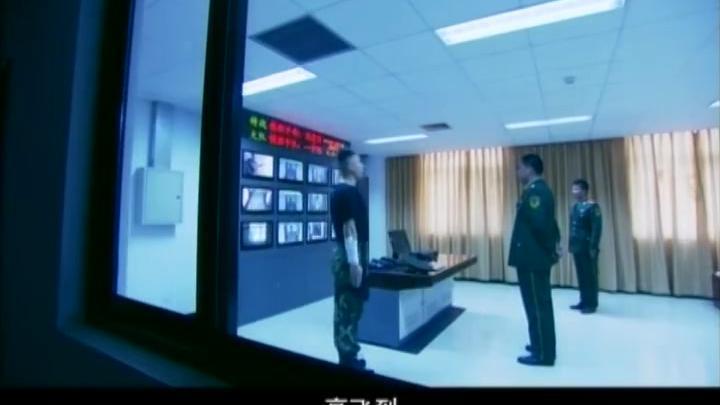 新兵私自开枪击毙歹徒,沾沾自喜,下一秒队长直接破口大骂!