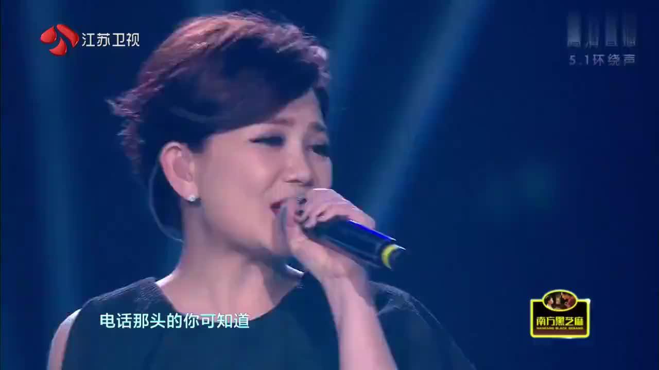 梁静茹唱的《听不到》有别于五月天的风格,唱出了女生的细腻