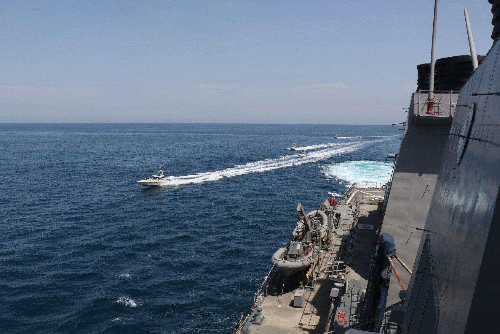 美国海军警告其他方船在波斯湾不要靠近美军舰 否则击沉