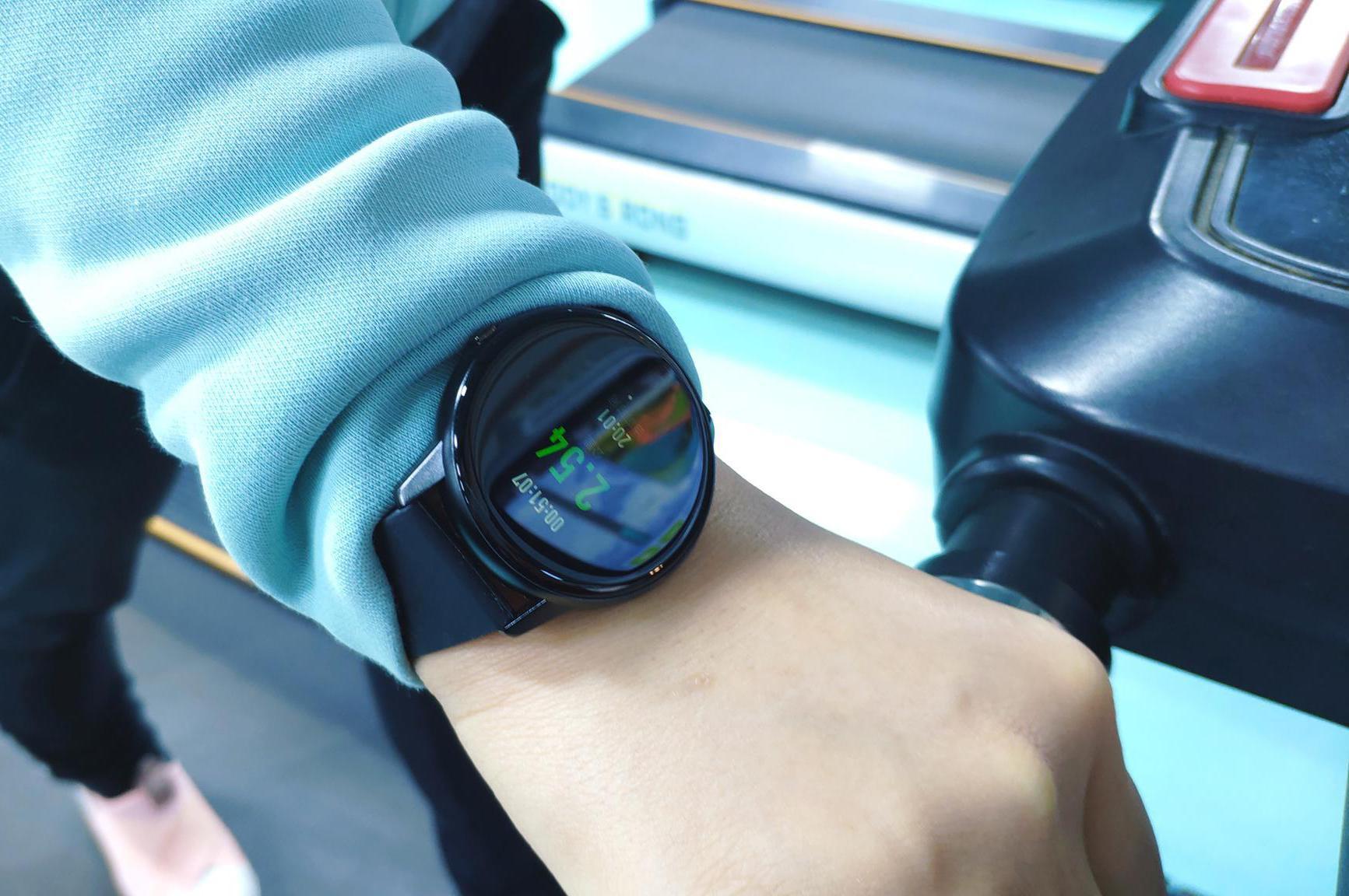 运动戴上这只智能手表吧,体温心率监测+跳绳羽毛球数据它都有