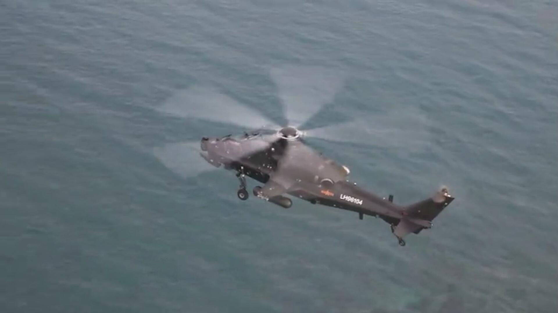 贴着海面飞!直升机超低空掠海飞行,飞行员如何克服空间感错乱?
