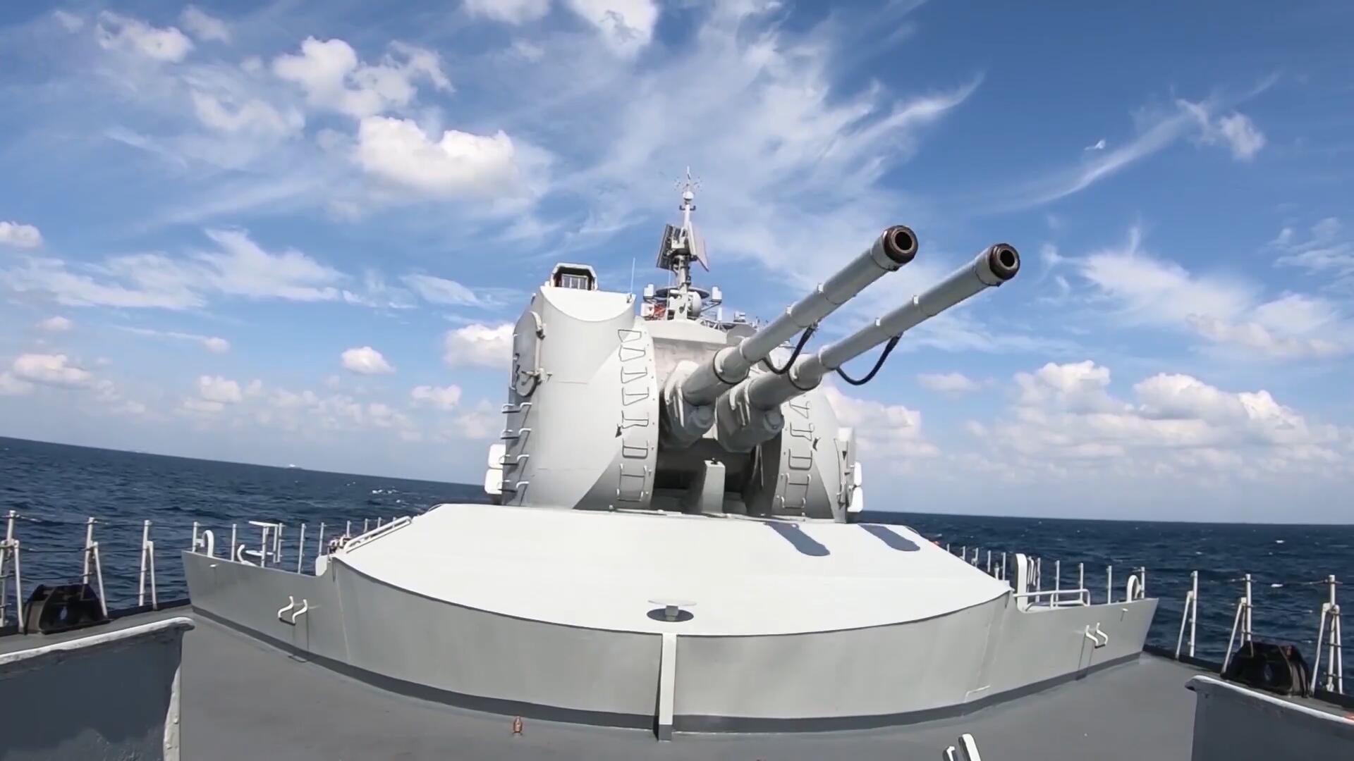 东部战区海军实训高燃画面,对海射击、对空打击,炮火超密集!