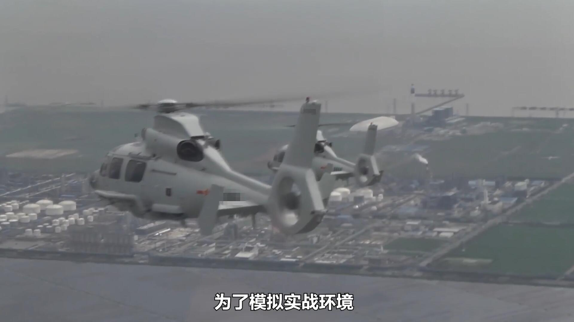 东部战区海军某舰载直升机团组织舰载直升机进行反舰作战训练!
