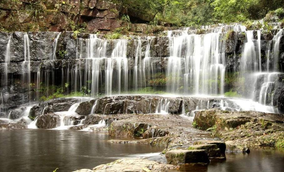 维多利亚这免费的公园,这里安静惬意,还有一条非常秀美瀑布