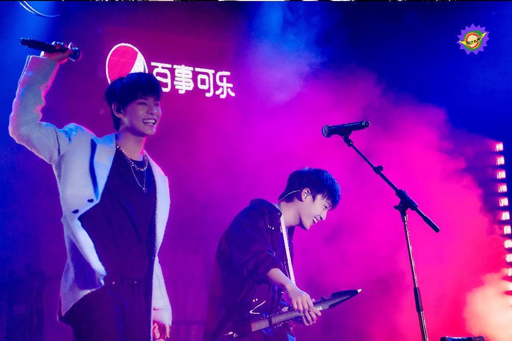 明日之子乐团季线上音乐会,田鸿杰水果星球合作舞台诠释温柔力量