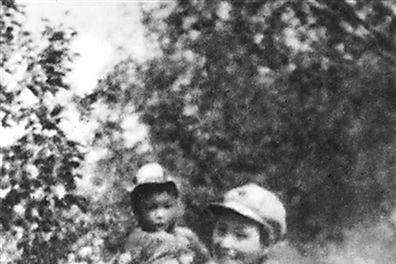 长征最小女红军,出生19天开始长征,后成女少将,父亲受万人敬仰
