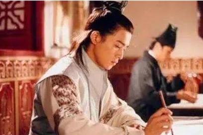皇帝钦点状元,不小心将红墨水掉在试卷,只好将错就错:你是状元