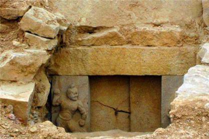 考古队在山西发掘一纯金棺材,为何至今没打开?专家:碰都不敢碰