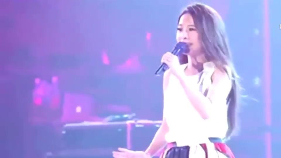 据说这是女神田馥甄最伤感的一首歌,现场版好忧伤!