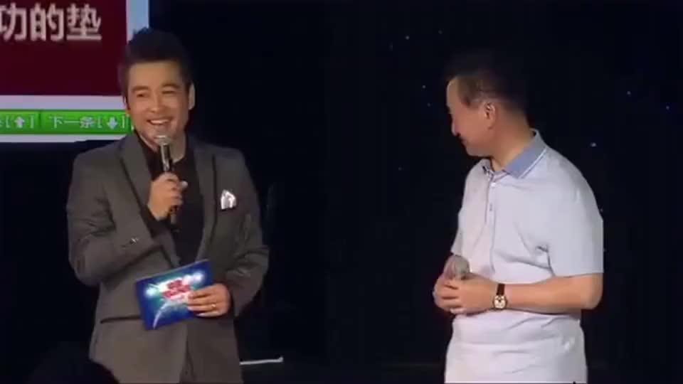 王健林不仅霸气,偶尔幽默起来,逗的台下大佬柳传志都笑开了花