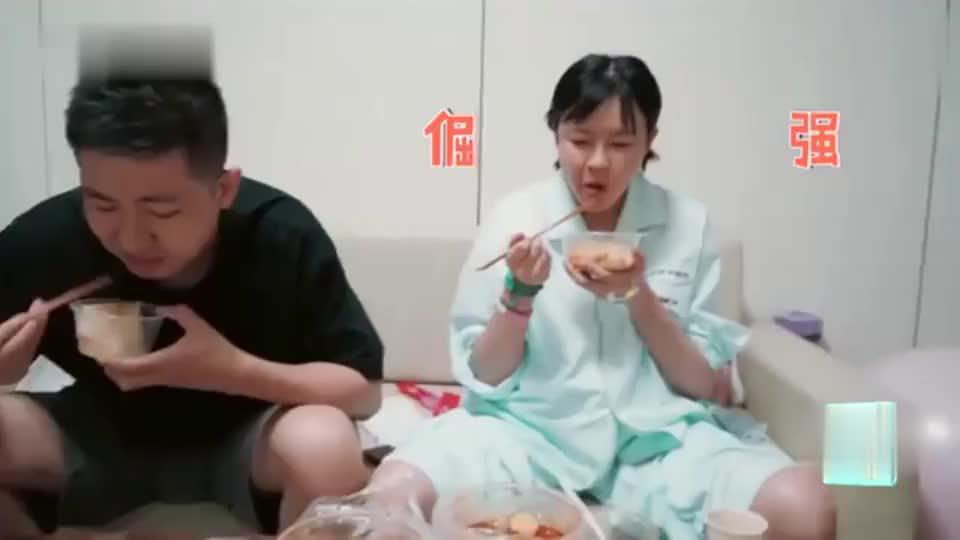 李艾产前吃猪蹄和麻辣烫,撸着袖子狂吃,女神形象碎一地!
