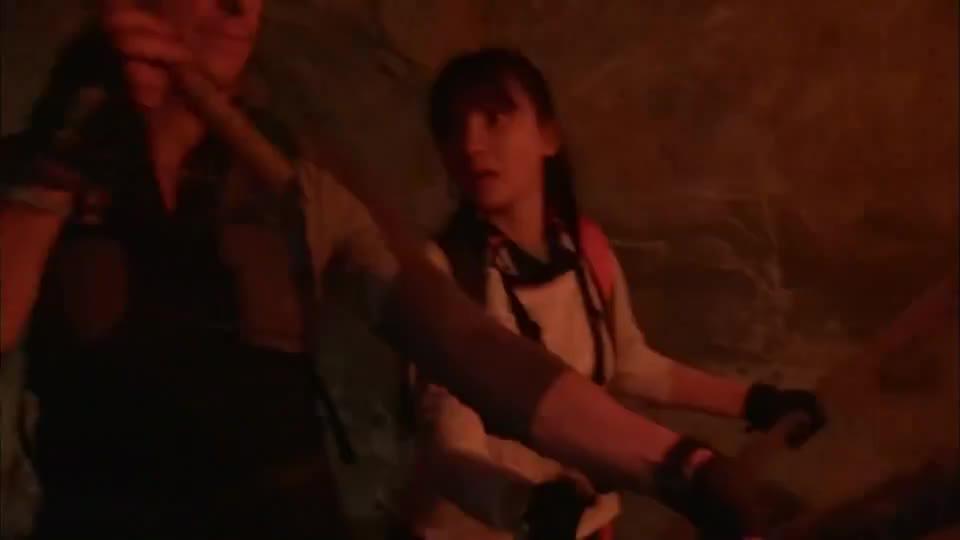 越野千里:贝爷带柳岩钻矿井,遇到致命响尾蛇,吓的柳岩花容失色