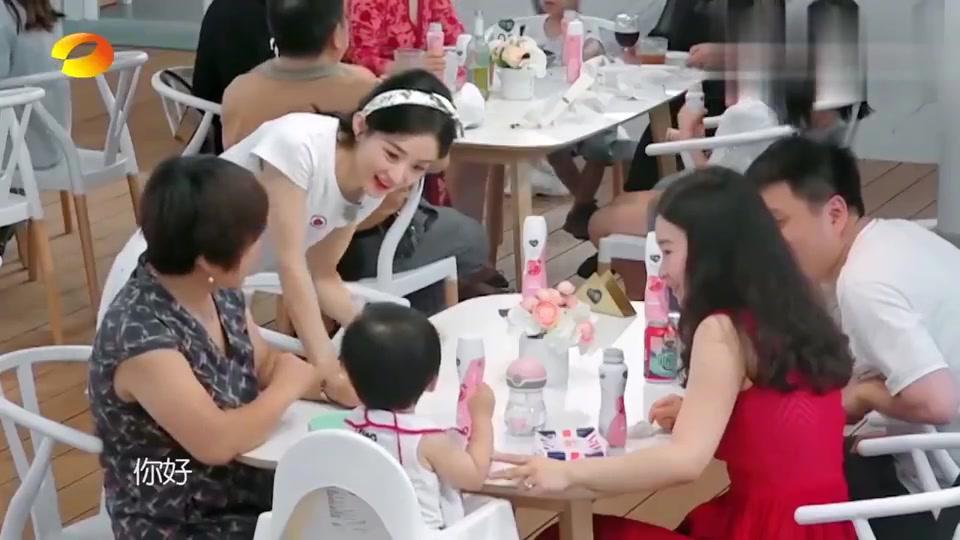 中餐厅4:赵丽颖和萌宝甜蜜互动,捕获甜蜜笑容!浩菲被喊阿姨