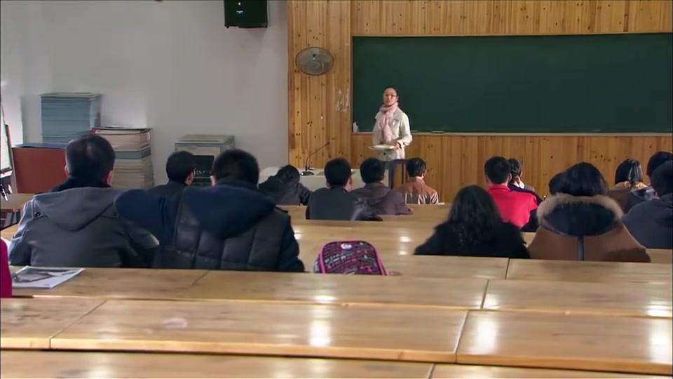 男子把小女孩偷偷带到课堂,不料小女孩公然和老师开怼,老师愣了