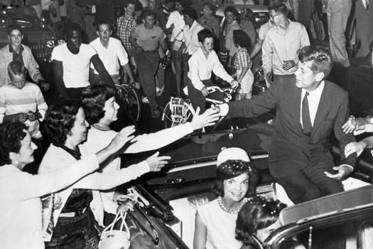 肯尼迪老照片:图3和梦露唯一一张公开合影,图7妻子慌乱中捡头骨