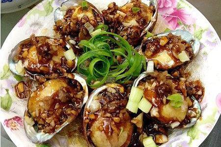 吃货美食:粉丝蒜茸蒸鲍鱼、煎炒凉粉、北海道金不换元贝海鲜沙拉