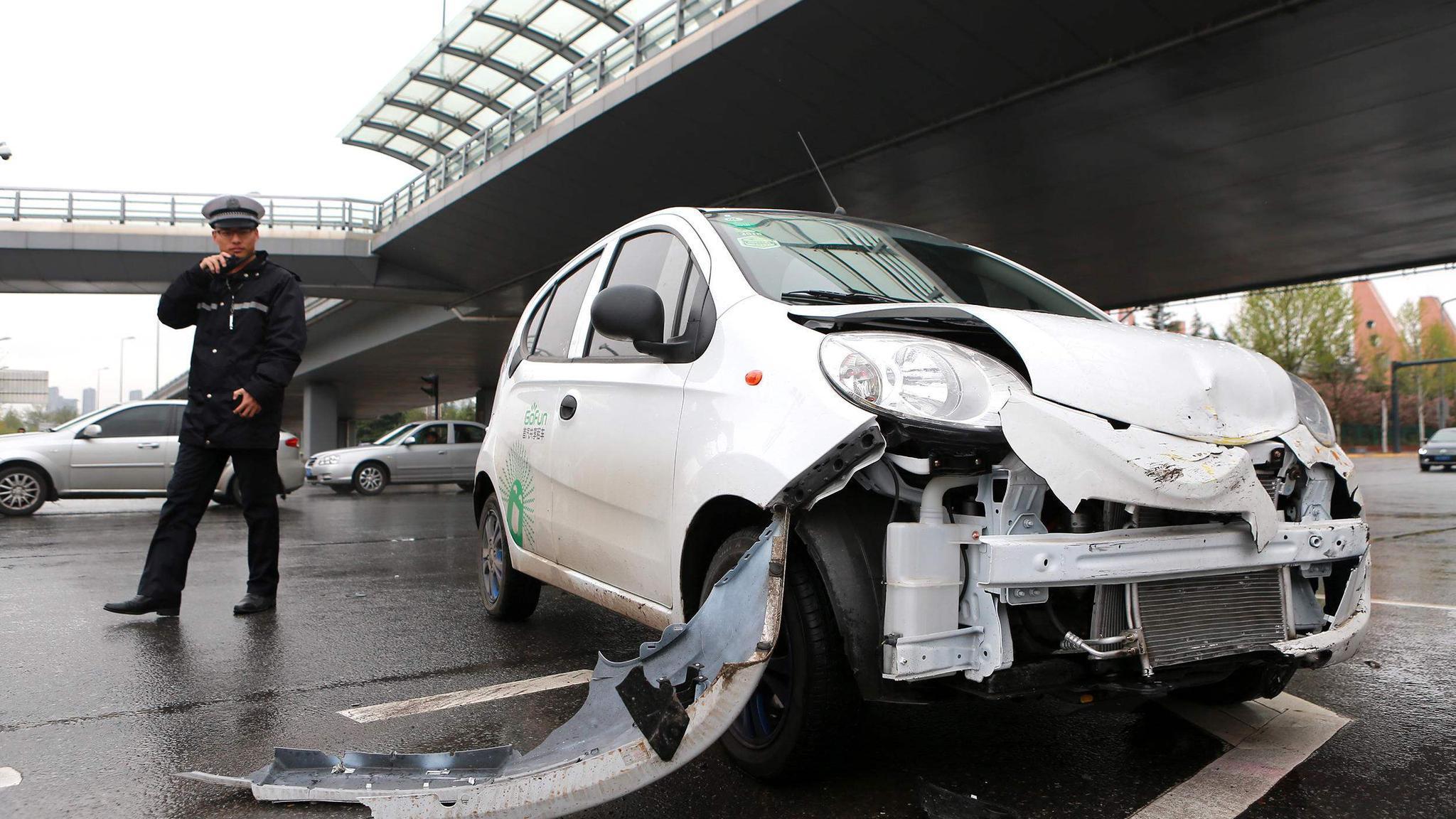 无证驾驶开车出了事故怎么处理?对方责任也要被罚吗?看完长知识