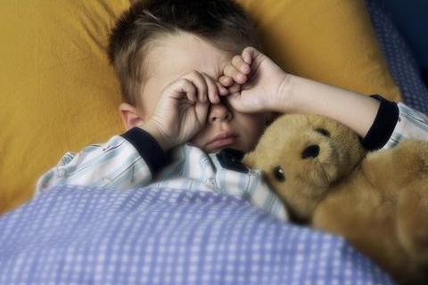 """孩子晚睡伤身又伤脑,""""儿童科学睡眠表""""新鲜出炉,家长要了解"""