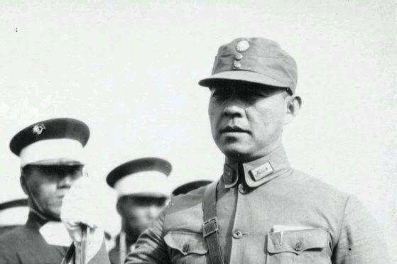 他是黄埔一期生,抗战中做过张自忠的副手,后却遭老蒋扣押监禁