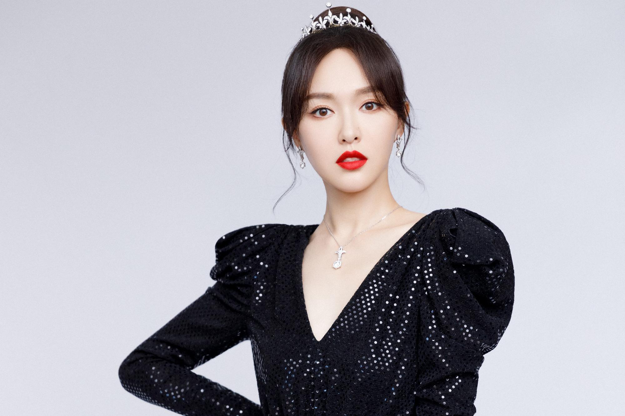 唐嫣宋茜穿早春时尚连衣裙,一个甜美可爱,一个帅气潮流