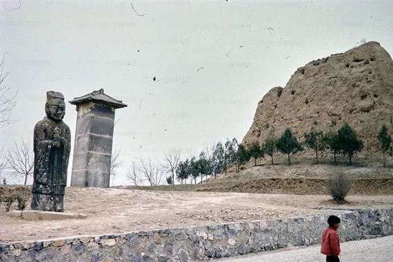 80年代乾陵老照片:地宫有500吨文物,郭沫若提议发掘被总理否决