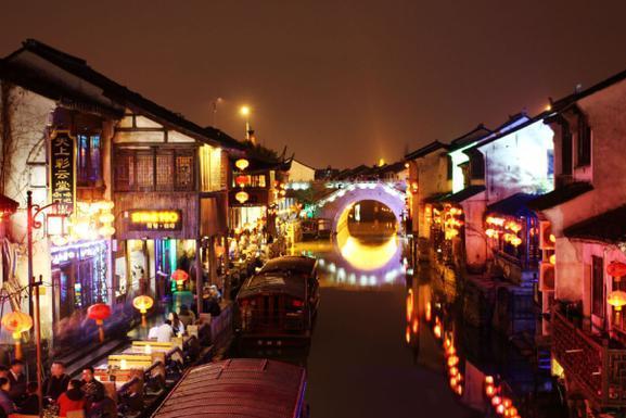 中国这个夜生活非常丰富的新一线城市,人口上千万,却没有机场