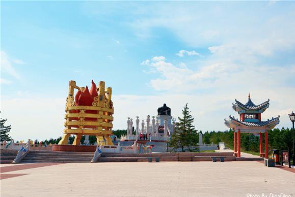 内蒙到处是成吉思汗雕像,乌兰五台山上的投资420万元高18米宽7米