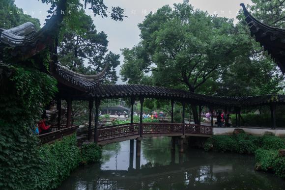 """一下雨,这座中国最美的""""私宅""""就格外迷人,不愧是文征明的手笔"""