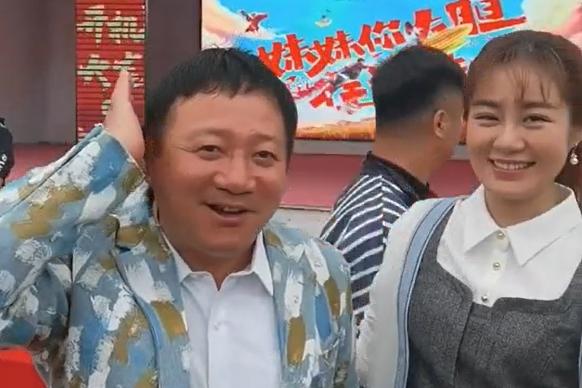 """谢广坤新发型头发茂密秒变年轻人,被""""儿媳""""王小蒙揪头发"""