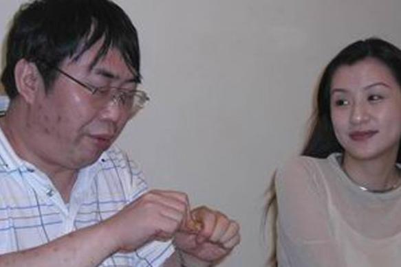中国棋圣聂卫平,19年前被王刚妹妹插足婚姻,后又娶小23岁娇妻